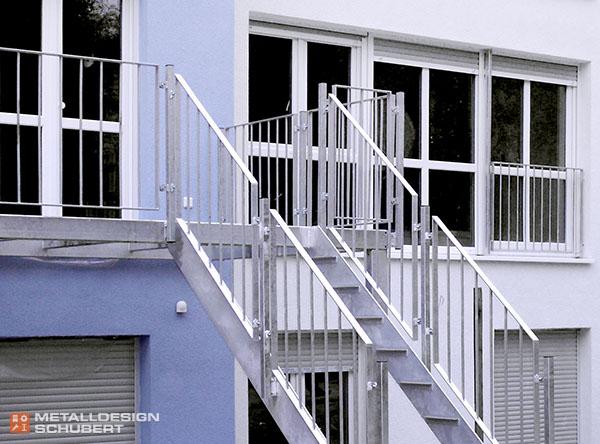 Balkon mit Treppe im Rohbau Stahlbau Berlin