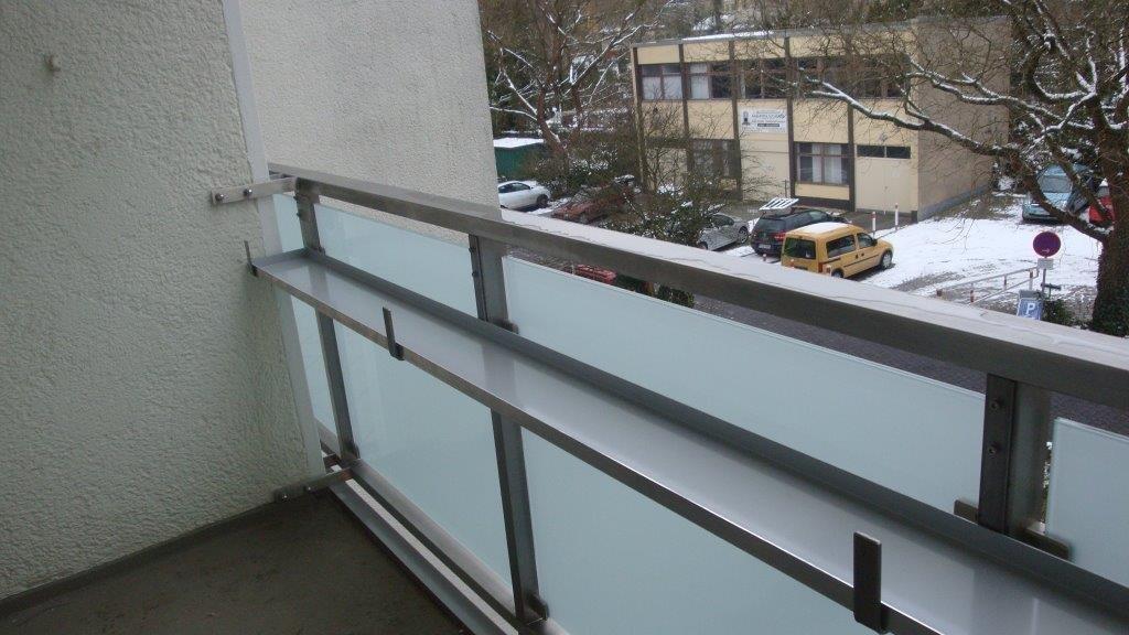 Balkongeländer Edelstahl ESG Sicherheitsglas mit blickdichter Folie Blumenkastenschale Berlin-Schmargendorf