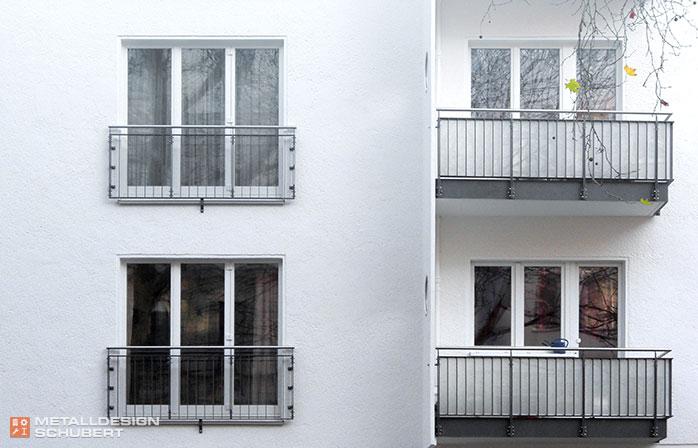 Balkonsanierung Berlin-Schöneberg Edelstahlhandlauf VSG mit matter Folie blickdicht