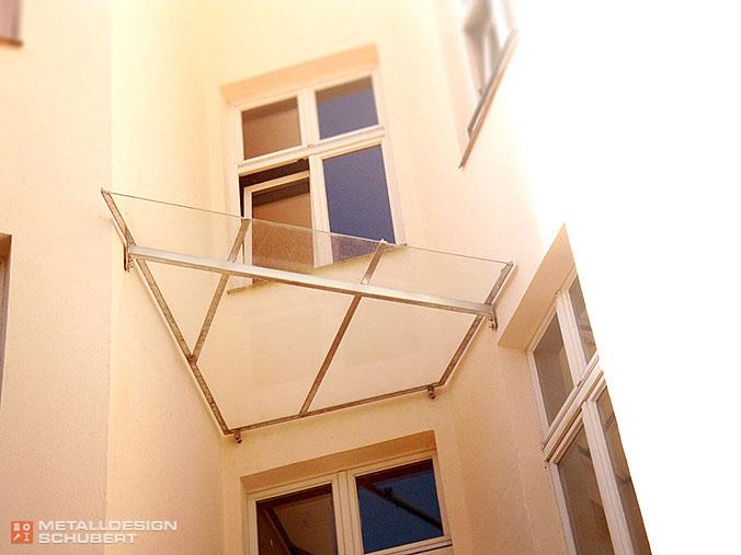 Balkonüberdachung Berlin-Kreuzberg Stahlbau Metallbau Schlosser