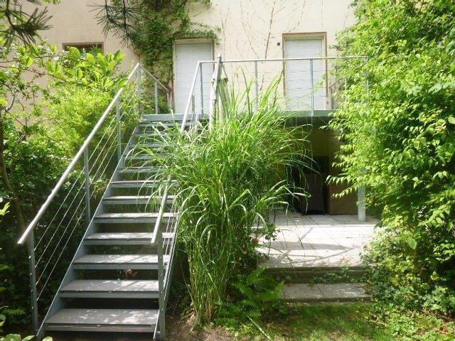 Garten Terrasse mit Treppe WPC Kunststoffdielen Edelstahlseile V2a Handlauf