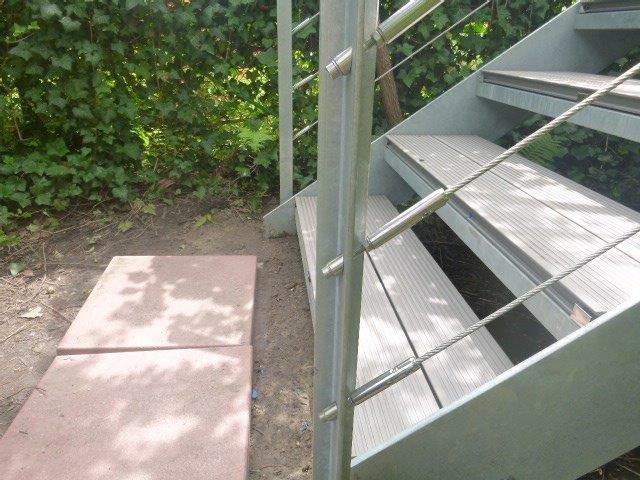 Treppe Edelstahlseile WPC Treppenbelag